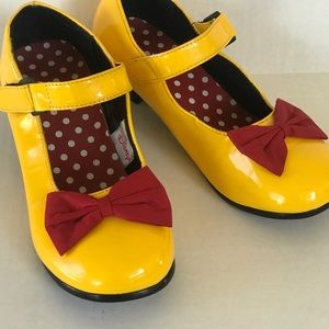 Disney Minnie Mouse Yellow and Red Bow Shoes sz 8?